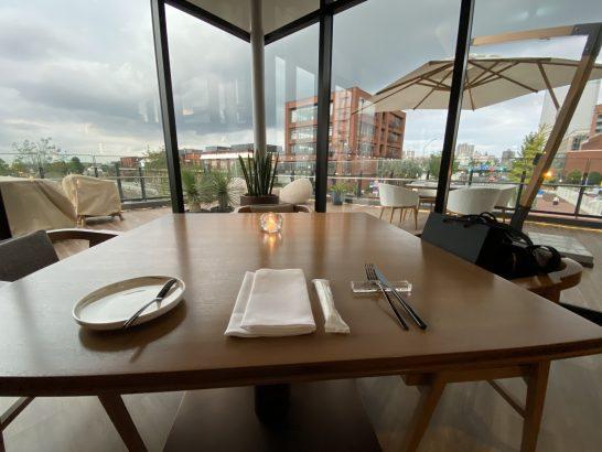 インターコンチネンタル横浜Pier8のLarboardのテーブル