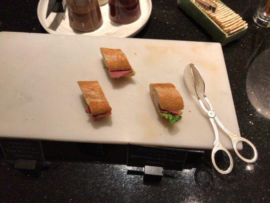ザ・リッツ・カールトン東京のクラブラウンジのサンドイッチ(カクテルタイム)