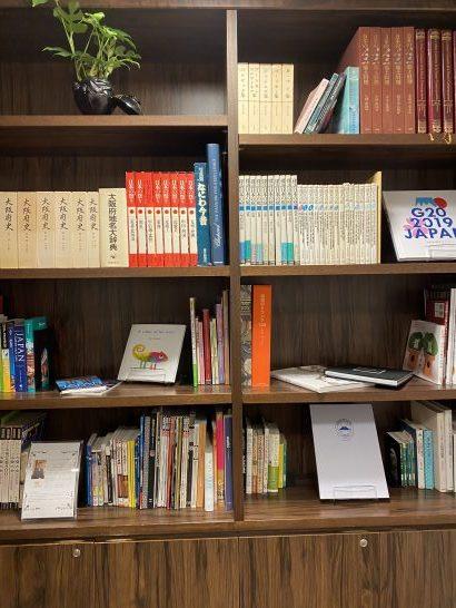 エグゼクティブクラブラウンジの本棚