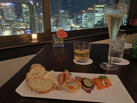 ウェスティンホテル大阪のエグゼクティブクラブラウンジでの飲食(カクテルタイム)