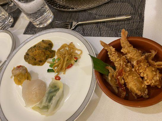 シンガポール航空のファーストクラスラウンジの食事