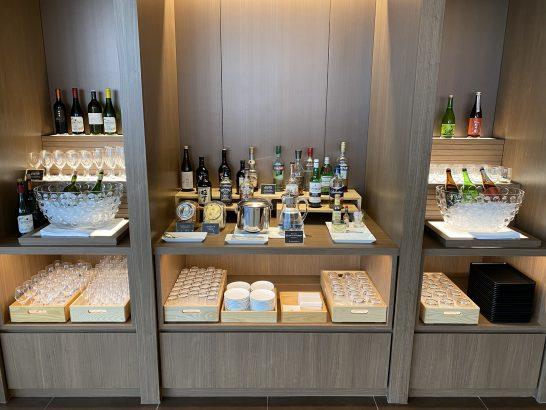 サクララウンジ(成田国際線)のアルコールコーナー