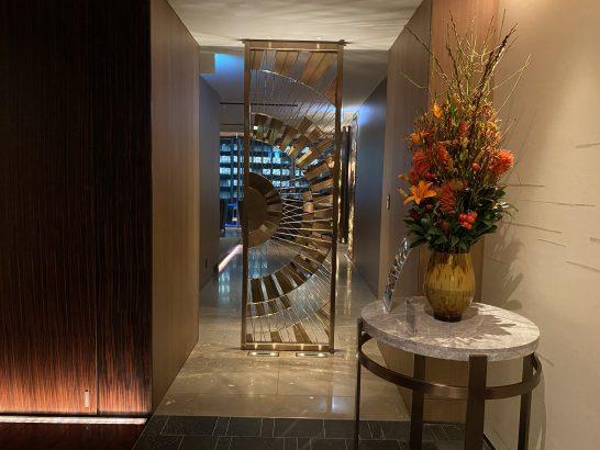 フォーシーズンズホテル丸の内 東京のMOTIFの廊下