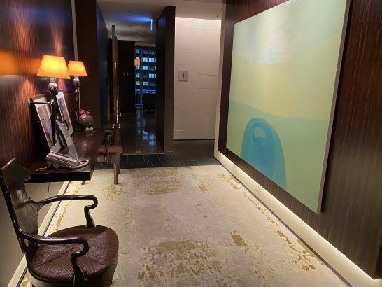 フォーシーズンズホテル丸の内 東京のトイレ入り口