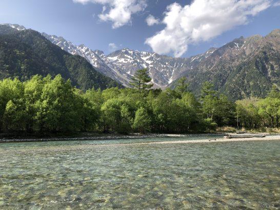 上高地の川と山と青空