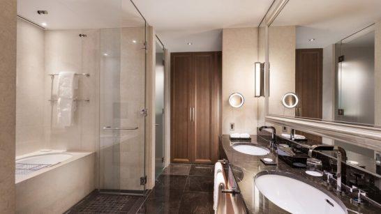 セントレジスホテル大阪のスカイラインデラックスルームのバスルーム