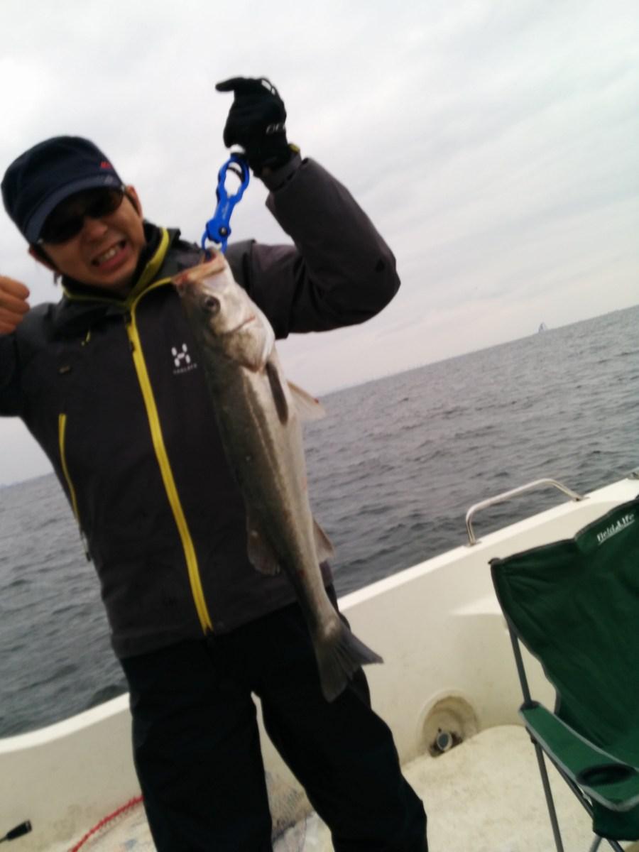 プレジャーボートでシーバスを釣りに行ってきた