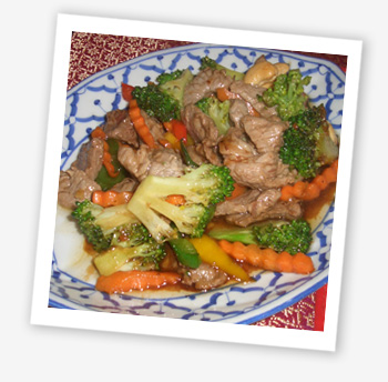 Stir-fry beef with broccoli and cashew nuts