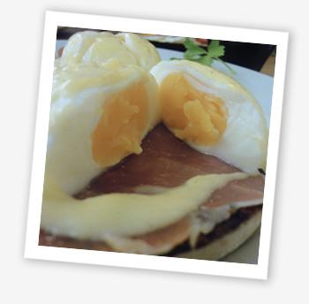 Café 44, Carisbrooke, eggs Benedict