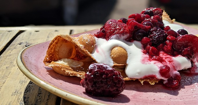 Mixed berries and Greek yoghurt bubble waffle