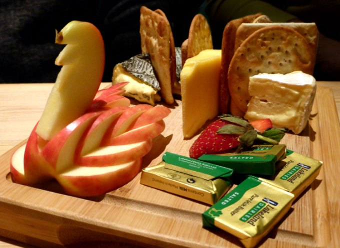 on-the-rocks-cheeseboard