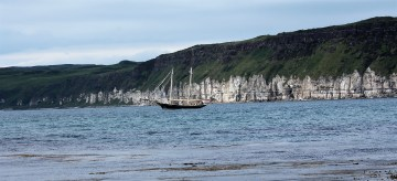 Ship in the harbor of Rathlin.