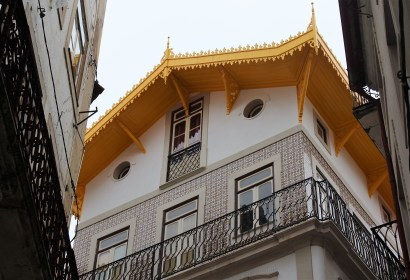 Many building in Coimbra are decorated with colorful tiles.