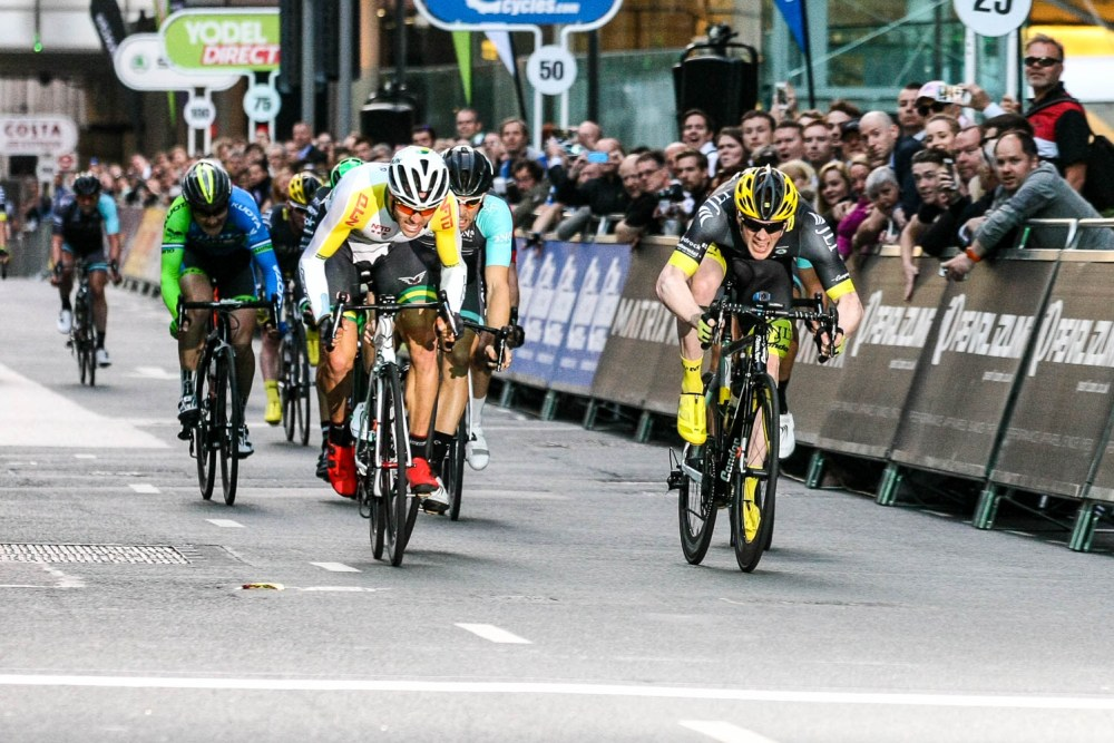 Pearl Izumi Tour Series 2015 - NFTO's Australian Criterium Champion Steele Von Hoff and JLT Condor's Ed Clancy giving a photo finish! Pearl Izumi Tour Series. Round 8 Canary Wharf.
