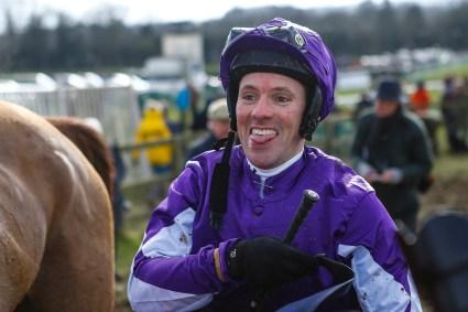 Winner Hunters Lodge ridden by Gareth Henderson