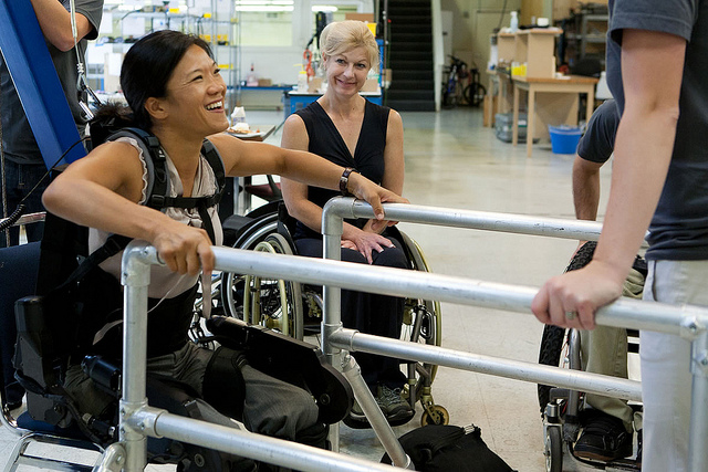 Mobility Issues are a common MS symptom where working with a physical therapist can help