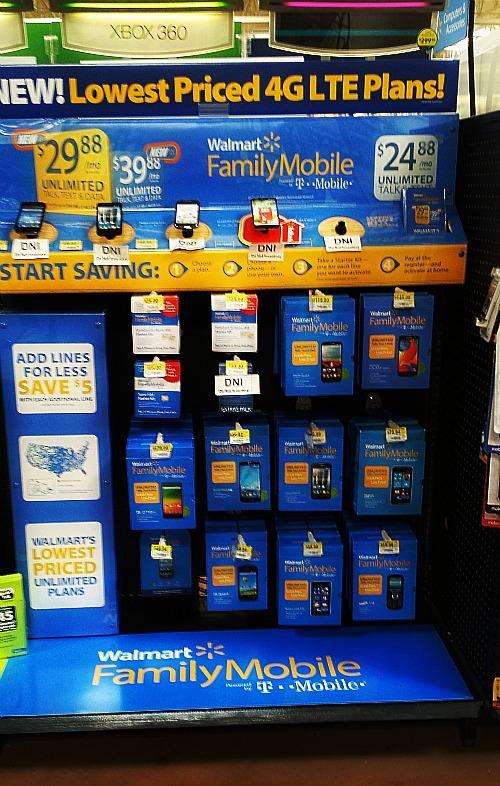Walmart Family Mobile store display #MyDataMyWay