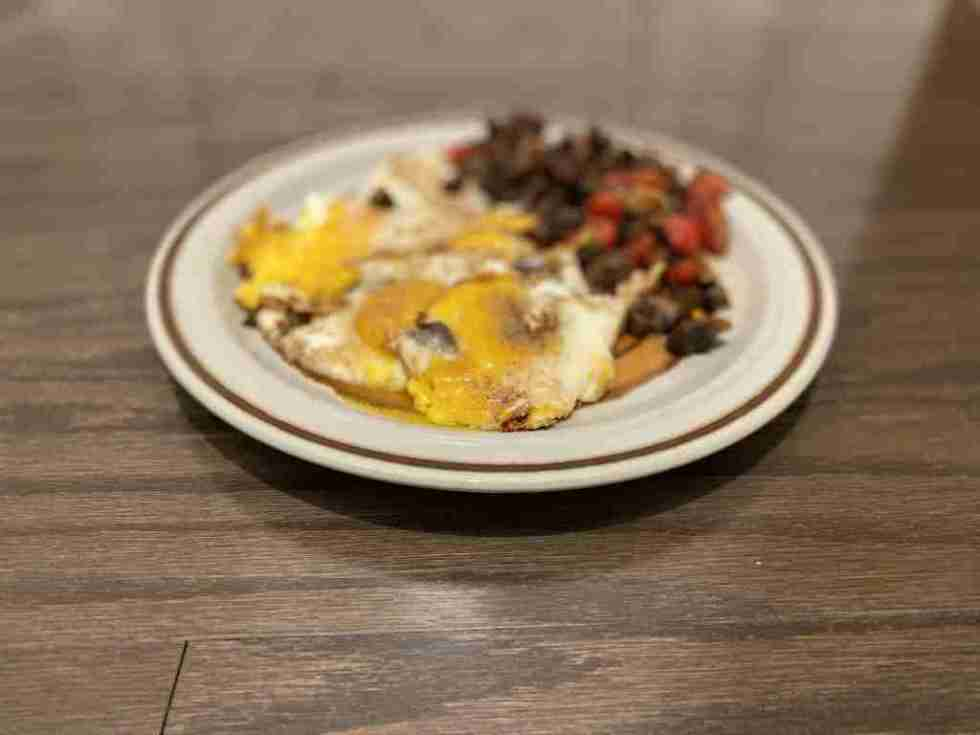 a plate of eggs, mushrooms, tomatoes