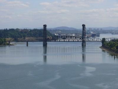 Railroad bridge over the Willamette