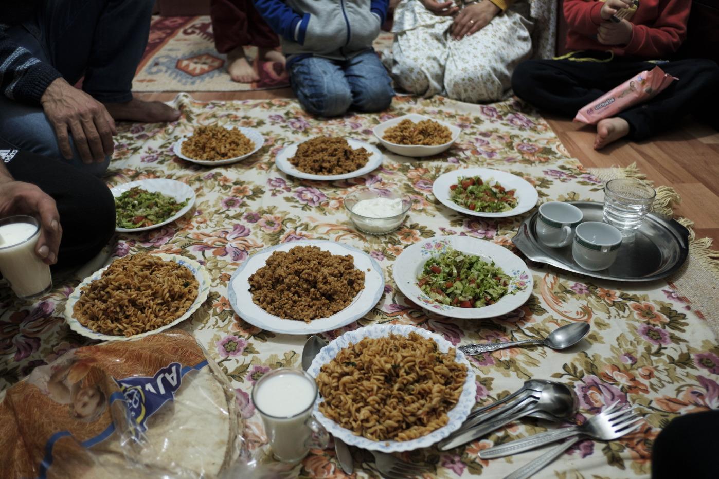 Dinner time at the Shehabi home. Istanbul, Turkey 2016. © Matteo Bastianelli