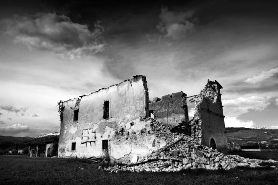A house in ruins after the earthquake of 6 April, that took the population of Abruzzo by surprise in their sleep. L'Aquila, Italy 2009. © Matteo Bastianelli