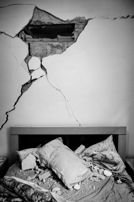 The bedroom in a house badly damaged by the earthquake that took place on April 6. L'Aquila, Italy 2009. © Matteo Bastianelli