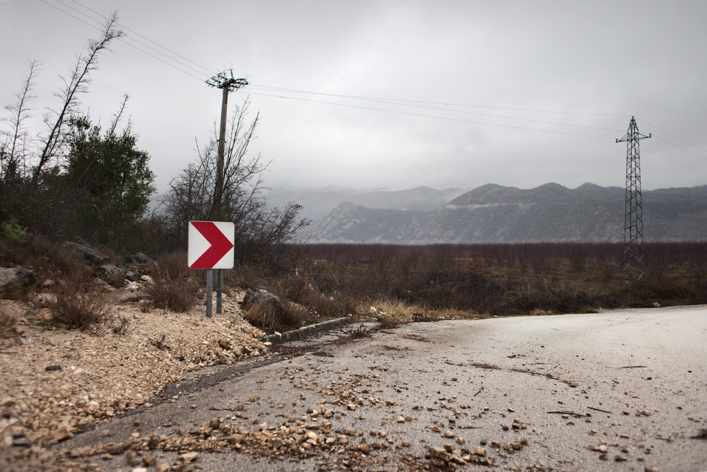 Twenty days after the overflow, the water level goes down about 4 meters. Country roads and crops reappear. Ravno, Bosnia and Herzegovina 2010. © Matteo Bastianelli