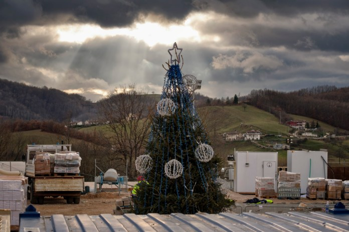"""A Christmas tree set up at the Lazio Camp in Amatrice, Italy 2016. © Matteo Bastianelli for """"La Stampa"""""""