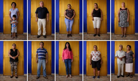 """Members of """"Familias de Acapulco en busca de sus desaparecidos"""", an NGO run by relatives of missing persons who try to find their beloved ones. Across Mexico, almost 40.000 people are categorized as """"missing"""" by the government. This widespread violence has claimed more than 250,000 lives since 2006. Acapulco, Mexico 2019. © Matteo Bastianelli"""