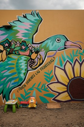 """A mural asking """"Who invented borders?"""" painted in the shelter of """"Casa del Buen Samaritano"""" by the migrants hosted in the facility with the help of volunteers from the Migrant Orientation Center of Oaxaca (COMI), a nonprofit organization that provides humanitarian assistance to migrants. Oaxaca de Juarez, Mexico 2019. © Matteo Bastianelli"""