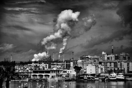 View of the chimneystacks at Ilva. Taranto, Italy 2013. © Matteo Bastianelli