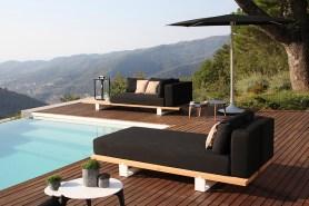 Vigor lounge daybed, ombrellone Palma, tavolini Tea Time, lampada DOME