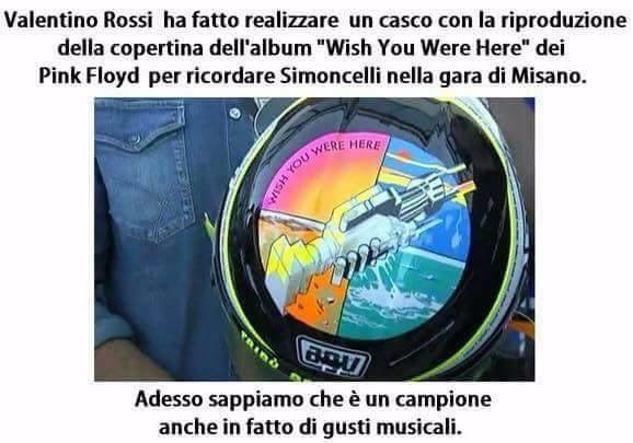 "Casco di Valentino Rossi con la copertina di ""Whish you were here"" dei Pink Floyd"