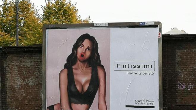Il finto cartellone pubblicitario affisso lunedì 25 settembre a Torino