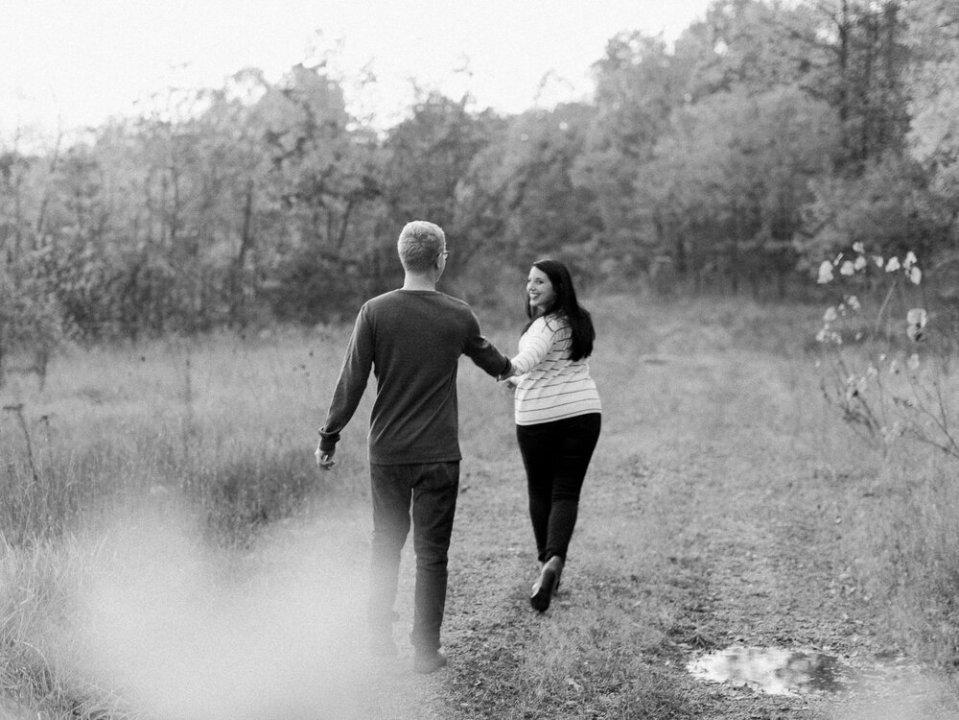 ThornCreek Winery Fall Engagement Photos-21.jpg