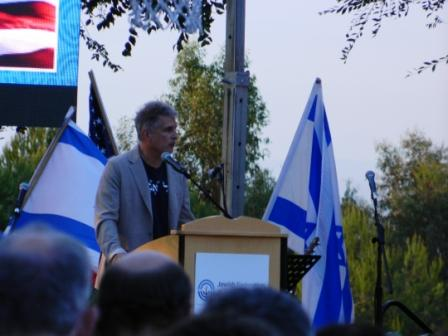 Richard Matros speaking at the Rally for Israel