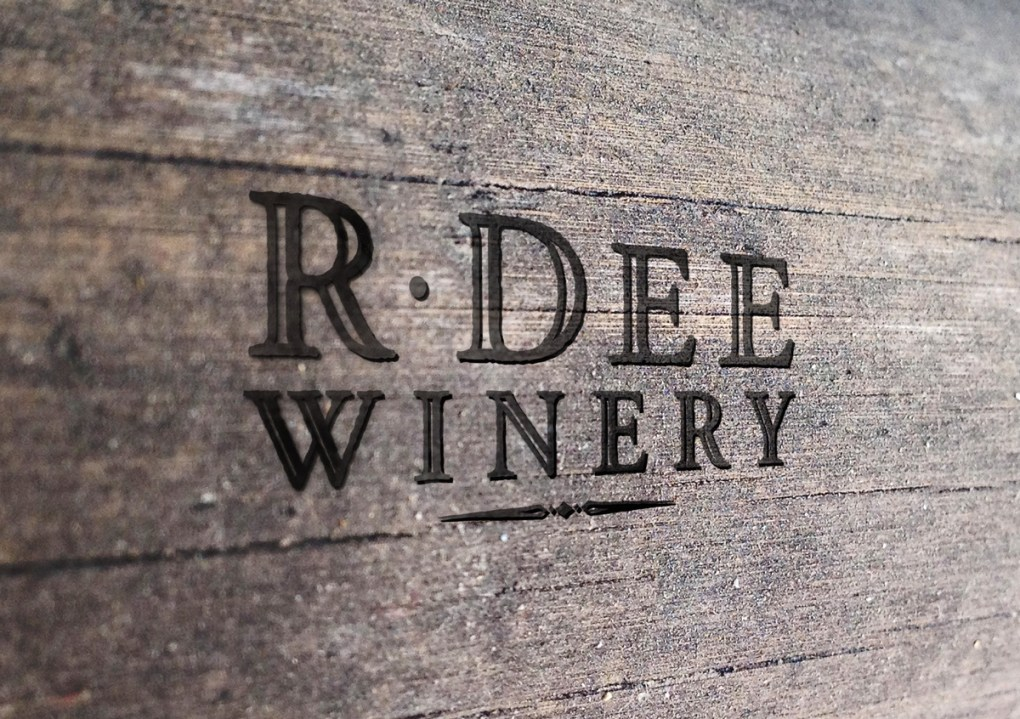 R Dee Winery logo on wood background