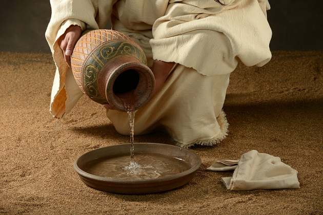 Image result for Jesus washes the feet of the apostles