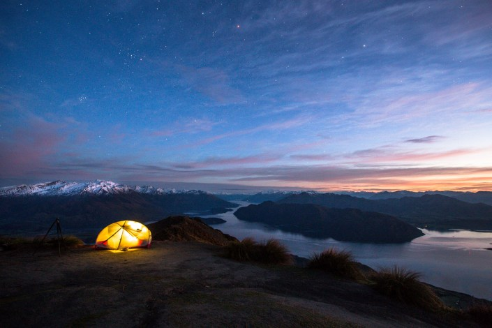 Roys-peak-new-zealand-predawn