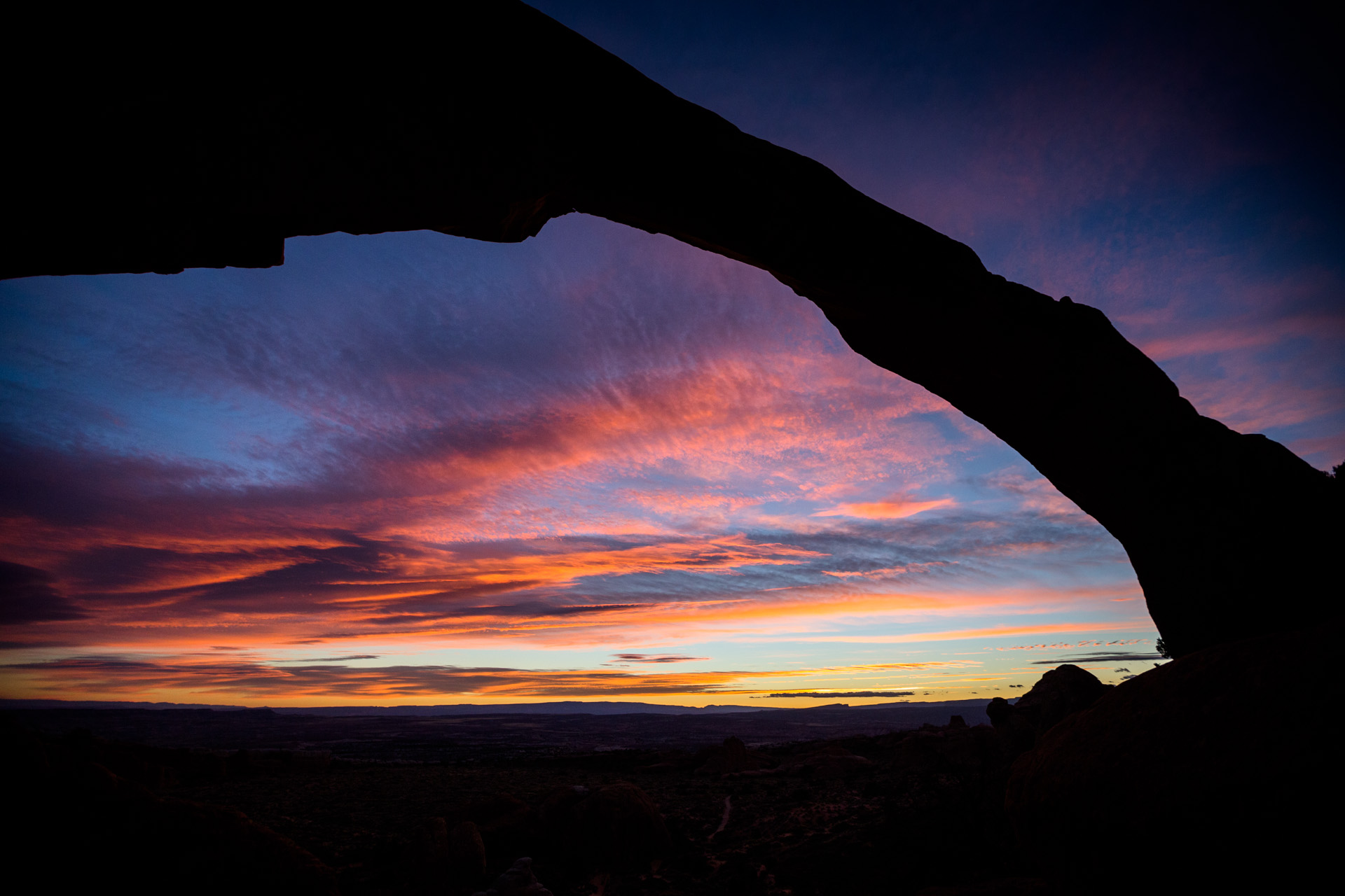 Arches adventure to see Sunrise under Landscape arch