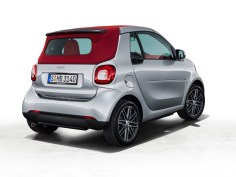 Zum Frühlingsbeginn kommt das in cool silver lackierte Sondermodell mit rotem Verdeck zu den Händlern. ; To be produced in a run of 100 vehicles, the smart fortwo cabrio BRABUS edition #2 is the latest in the limited BRABUS series.;