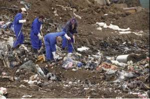 Police officers search Greenmount Landfill in East Tamaki for items belonging to Kayo Matsuzawa in 1998