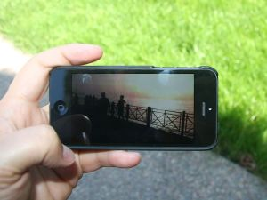 Filming with a smartphone is fine. Bild: Intel Free Press, Mobile Video on Apple iPhone 5, CC BY-SA 2.0