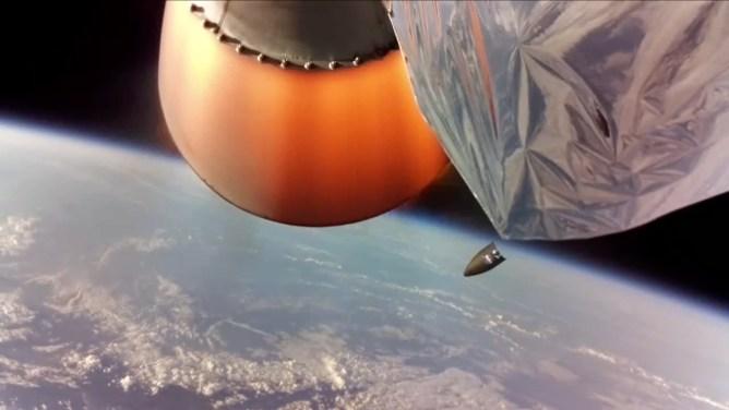 F4-NASA-Fairingfall-1