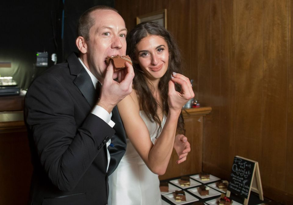spirit pittsburgh pa wedding eating cake photo