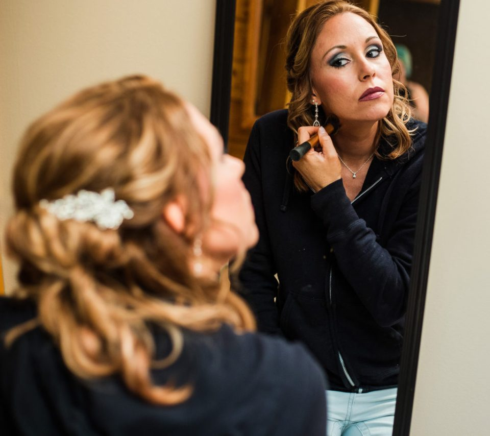 bride does her own makeup before Erie PA wedding
