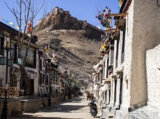 The lovely streets of Gyantse