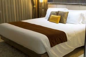 bed-in-the-hotel-PWSJCAE