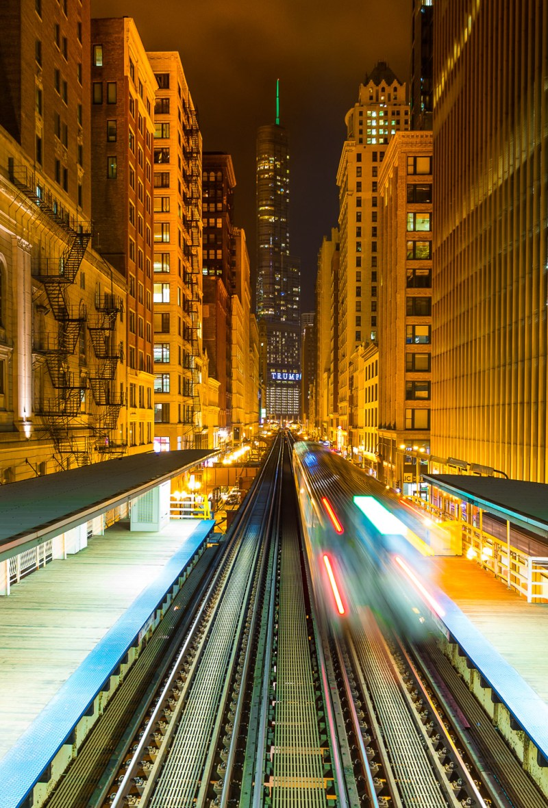 The Z zooms through a Chi-Town backdrop