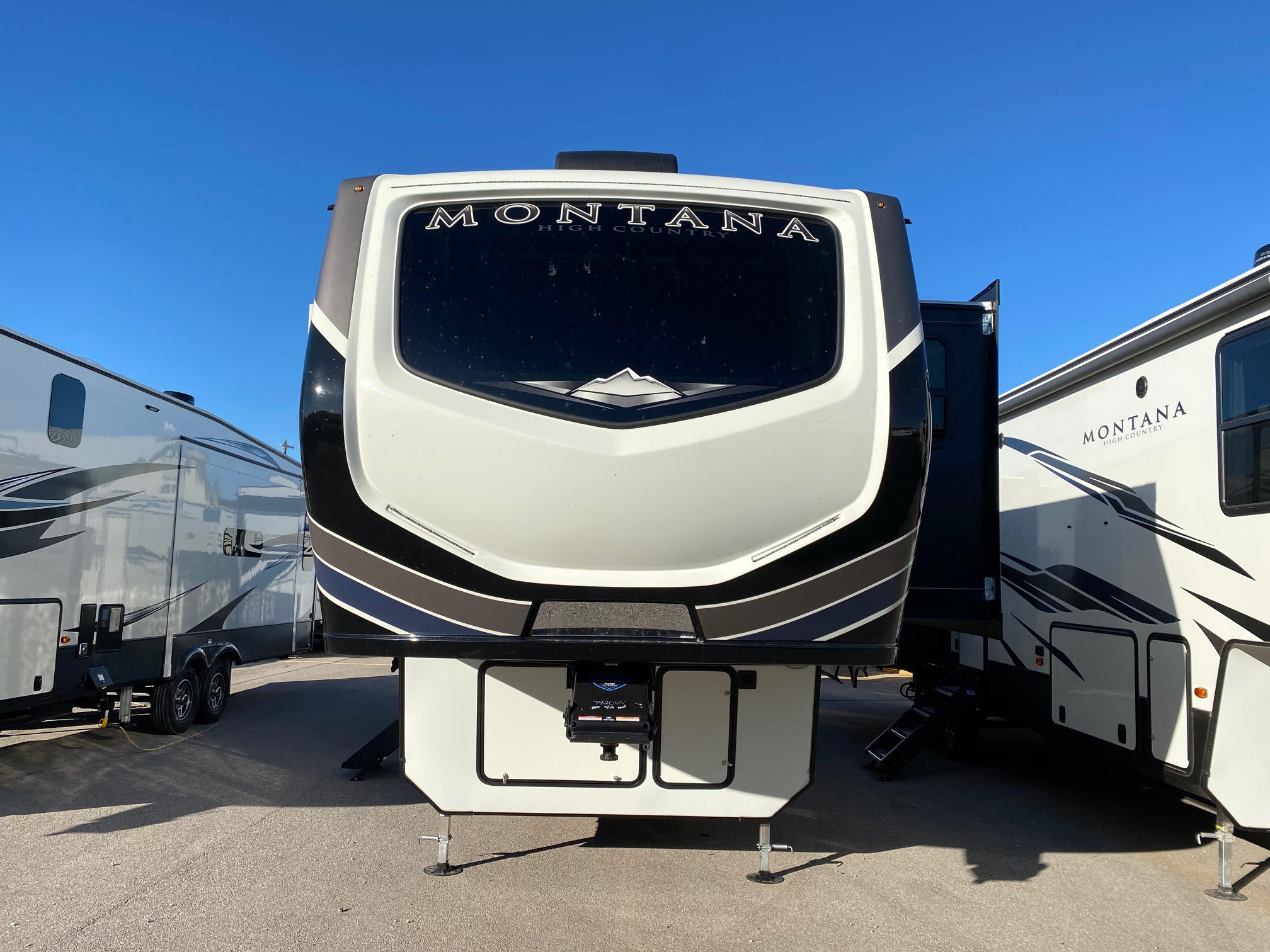 2021 Montana High Country 281CK
